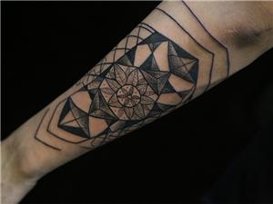 几何纹身手臂图案