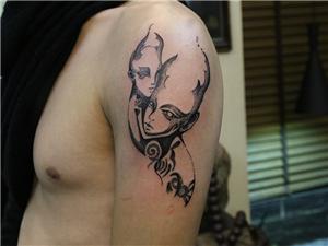 手臂人物纹身图案