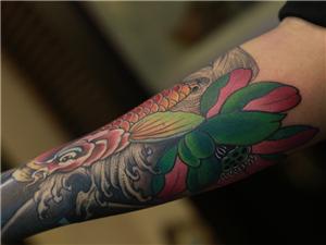 手臂鱼纹身图案