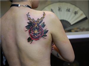 鹿花纹身图案